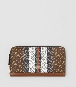 83dc1446bac11 Brieftasche aus Eco-Canvas mit Monogrammmuster im Streifendesign  (Lederbraun)