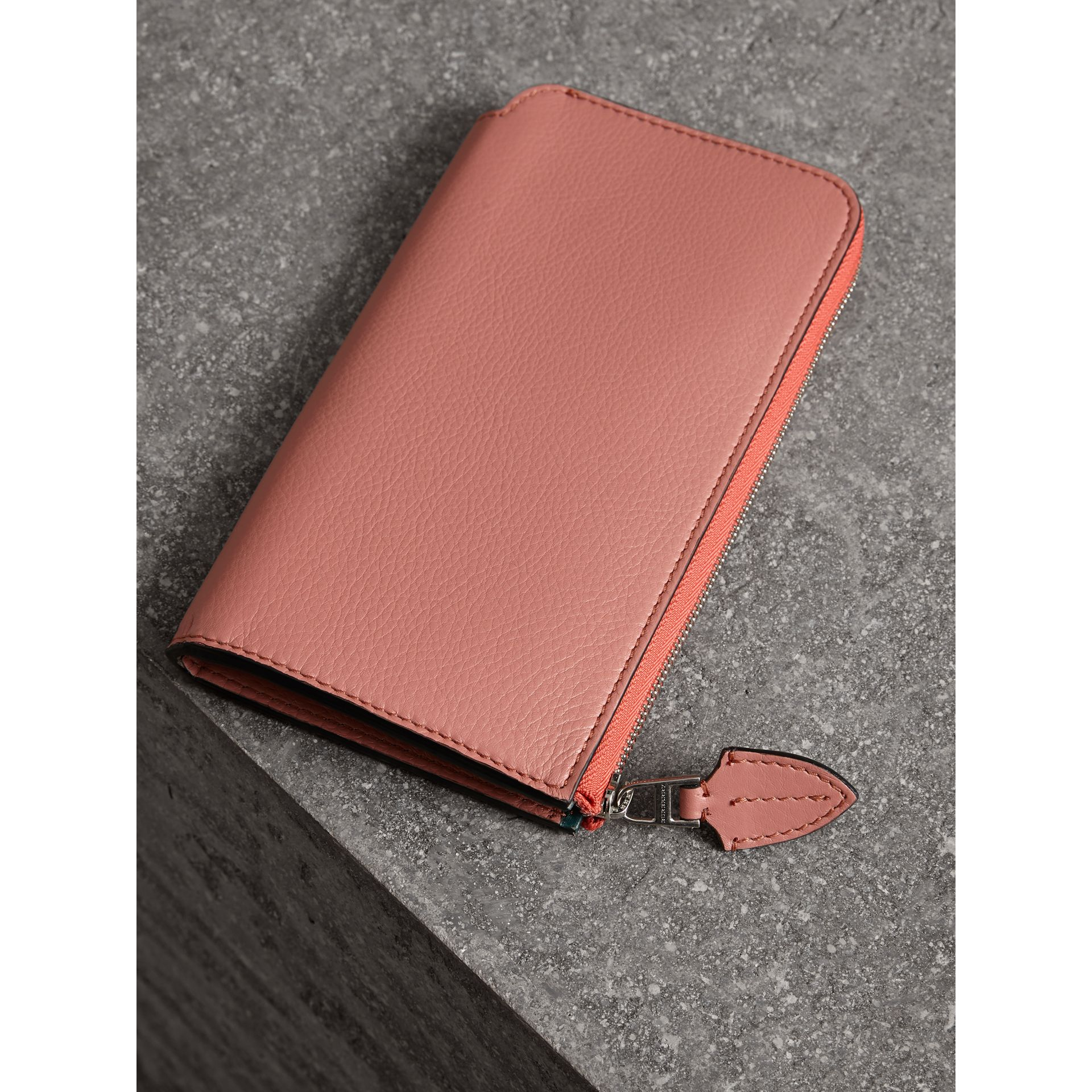 Two-tone Leather Ziparound Wallet and Coin Case in Dusty Rose - Women | Burberry - gallery image 2