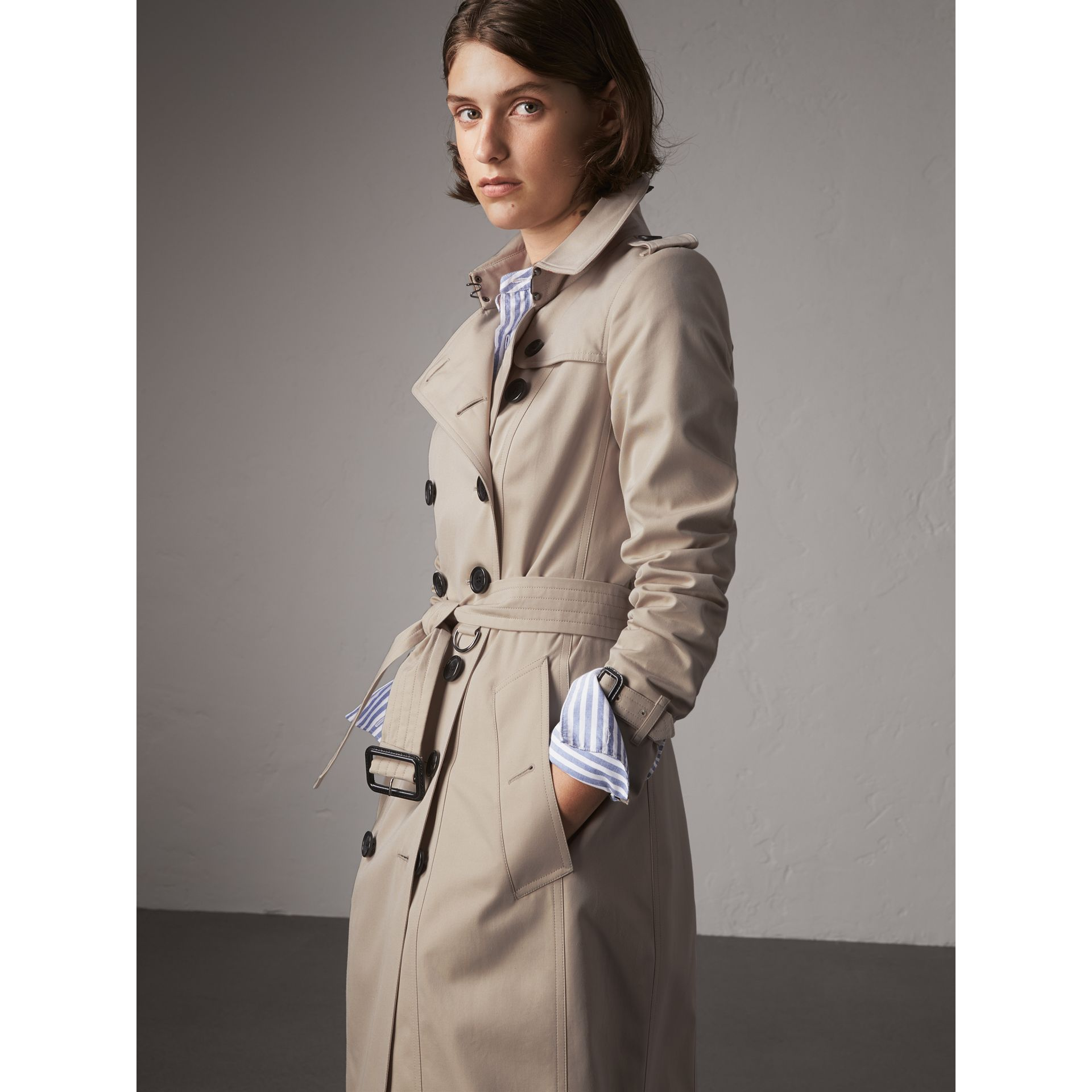 The Chelsea – Extra-long Heritage Trench Coat in Stone - Women | Burberry - gallery image 5