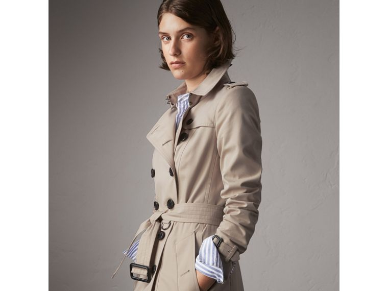 The Chelsea – Extra-long Trench Coat in Stone - Women | Burberry Canada - cell image 4