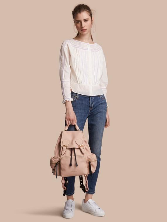 Blusa en gasa de algodón con detalles plisados y de encaje