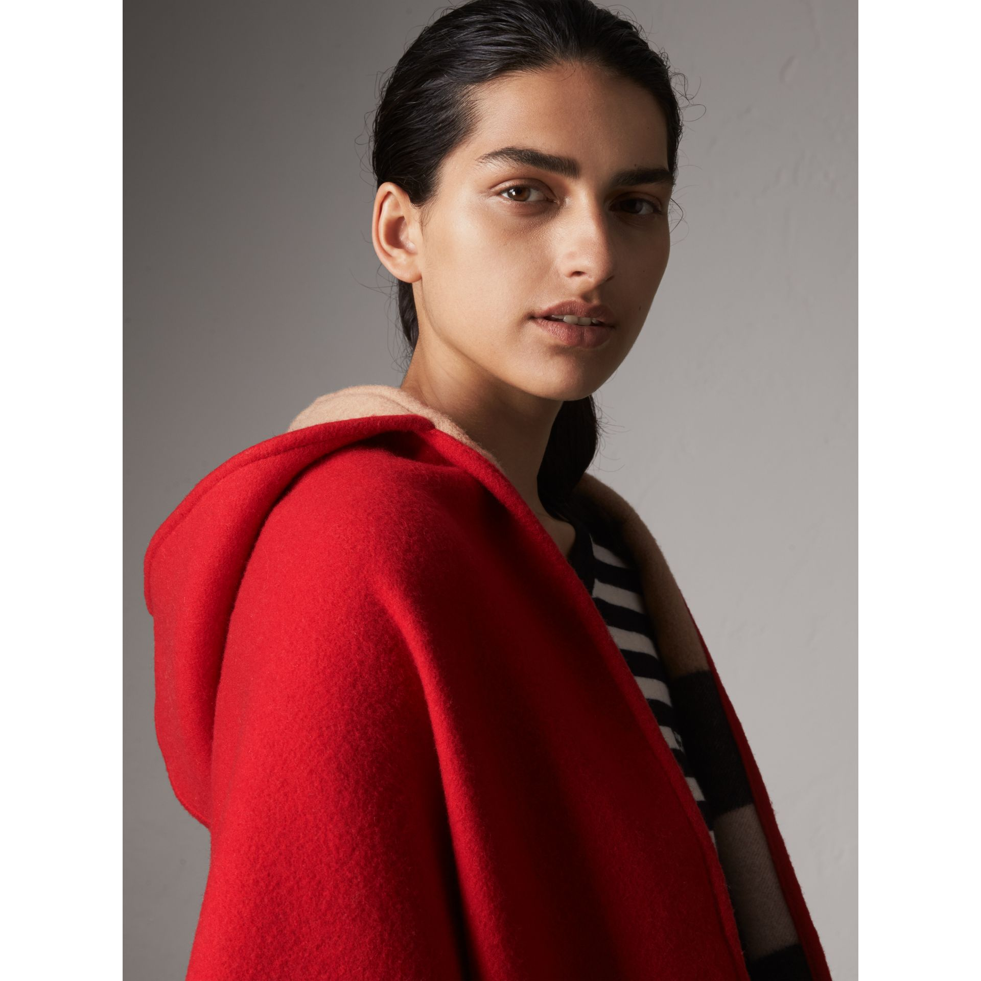 Check-lined Wool Cashmere Hooded Stole in Military Red/camel - Women | Burberry Hong Kong - gallery image 2