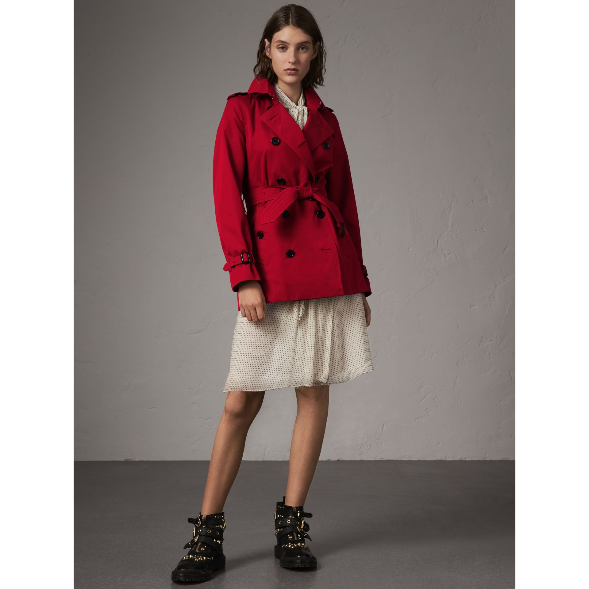 The Kensington – Short Trench Coat in Parade Red - Women | Burberry - gallery image 5