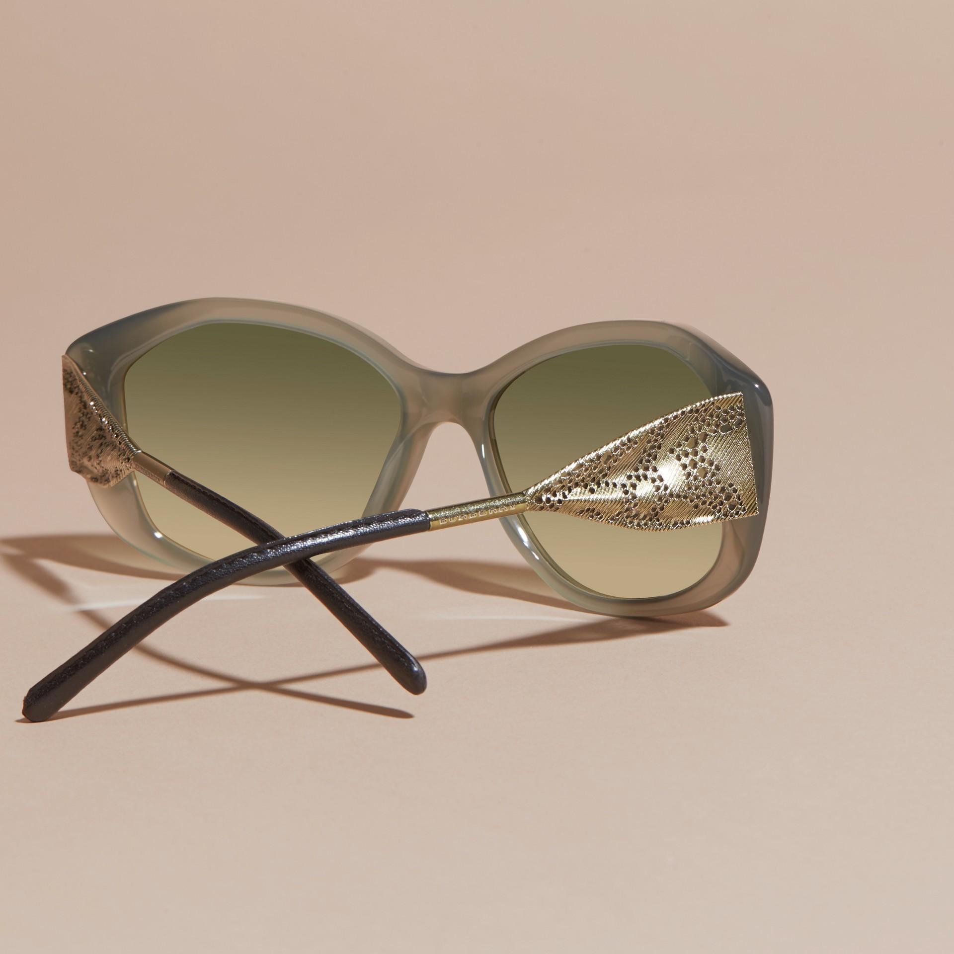 Verde ópalo Gafas de sol con montura cuadrada de la colección Encaje de gabardina Verde Ópalo - imagen de la galería 4