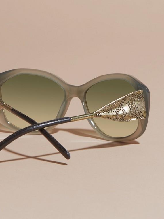 Verde ópalo Gafas de sol con montura cuadrada de la colección Encaje de gabardina Verde Ópalo - cell image 3