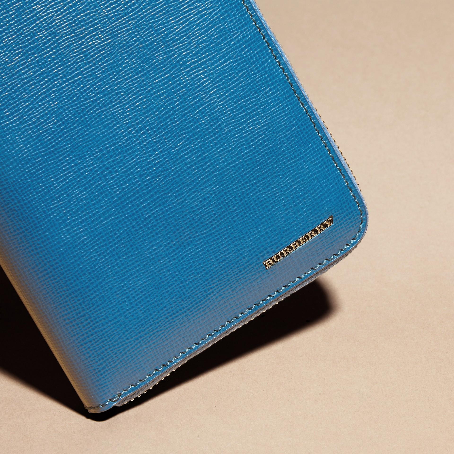Bleu minéral Portefeuille zippé en cuir London - photo de la galerie 2