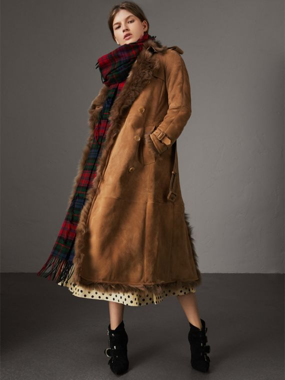 Trench coat de shearling (Camel Escuro)