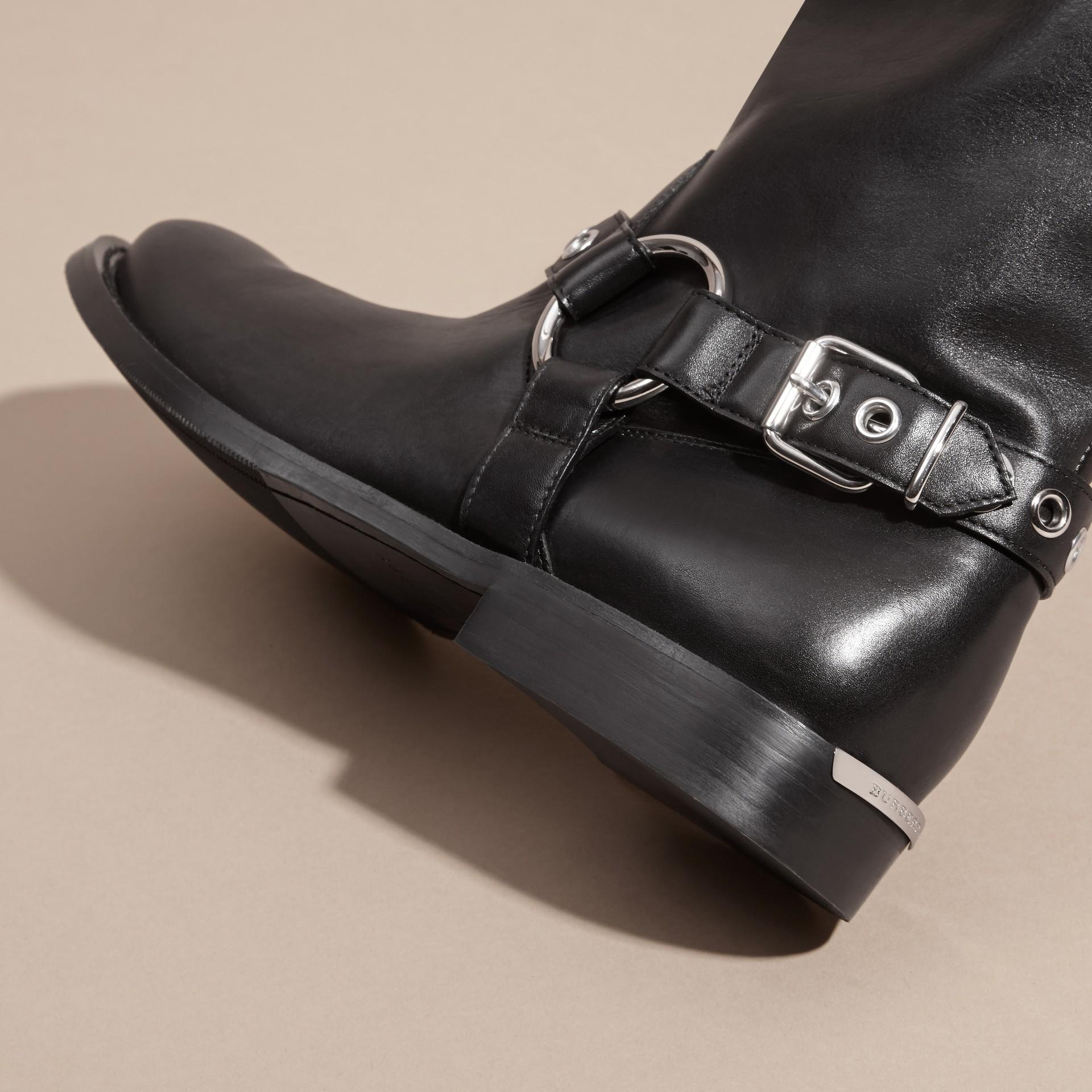 Noir Bottes de motard en cuir ornées d'une boucle - photo de la galerie 2