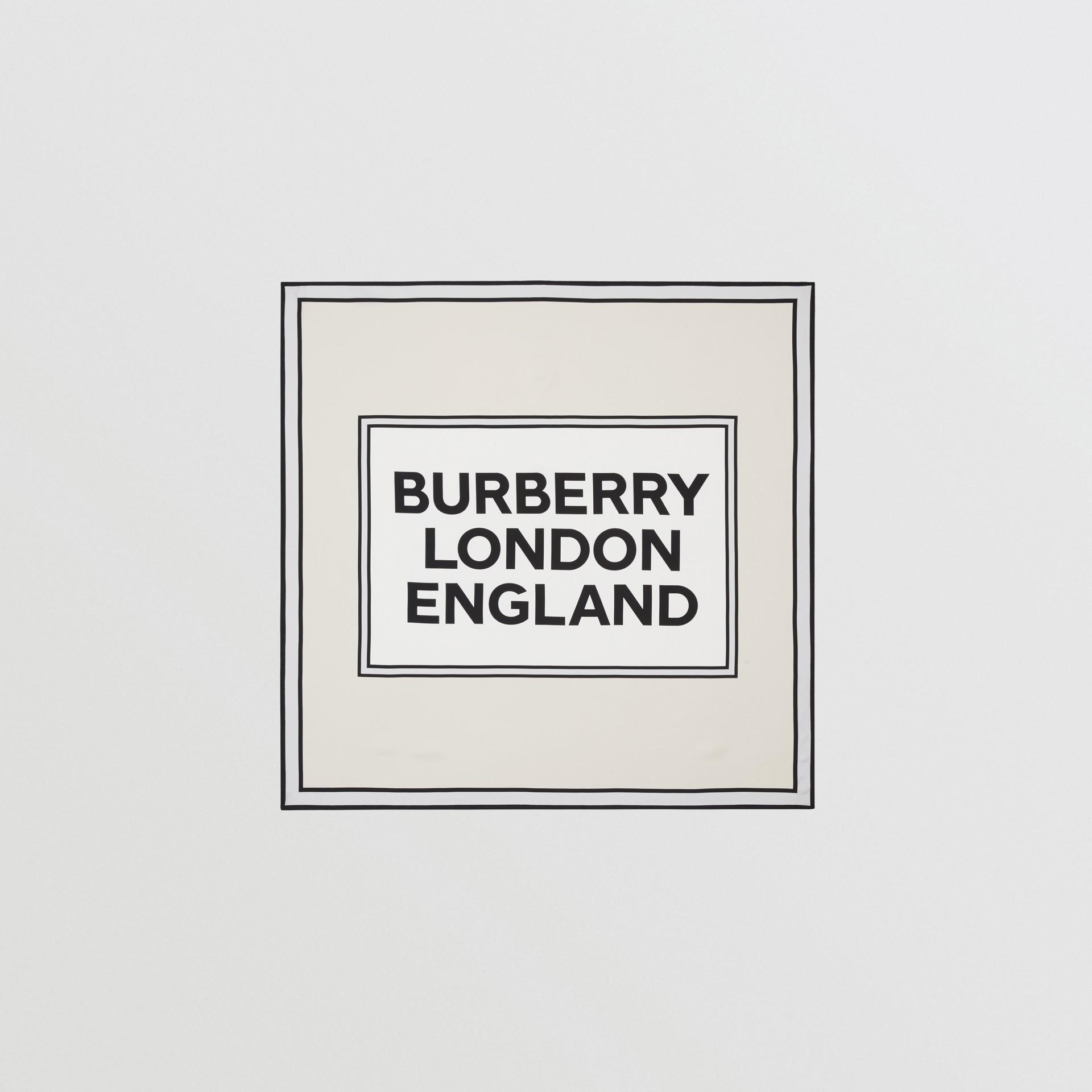 ロゴプリント シルク スクエアスカーフ (バニラ) | バーバリー - ギャラリーイメージ 0