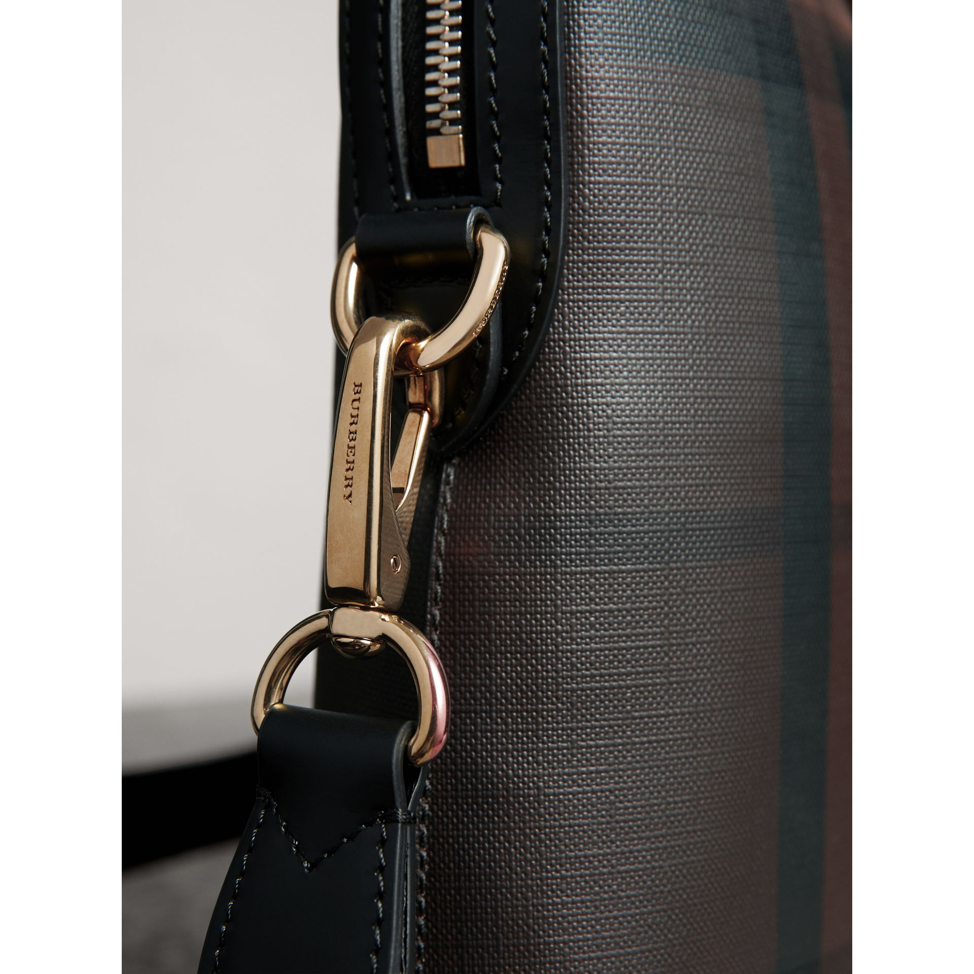 Pasta Barrow slim com estampa London Check (Chocolate/preto) - Homens | Burberry - galeria de imagens 2