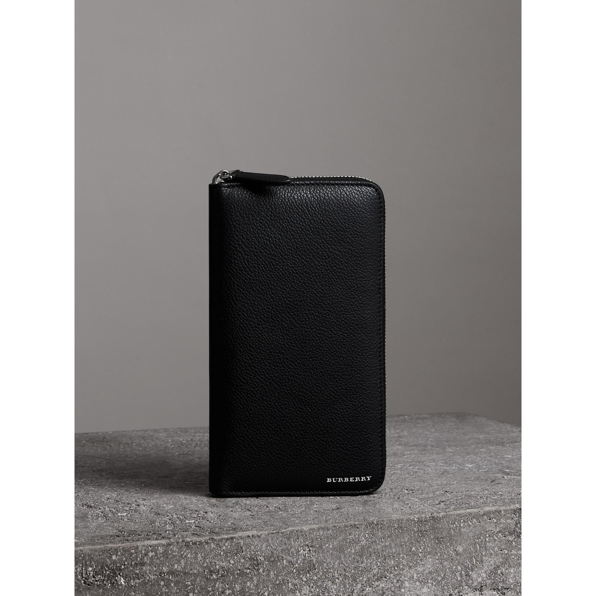 Portefeuille zippé en cuir grainé (Noir) - Homme | Burberry - photo de la galerie 4