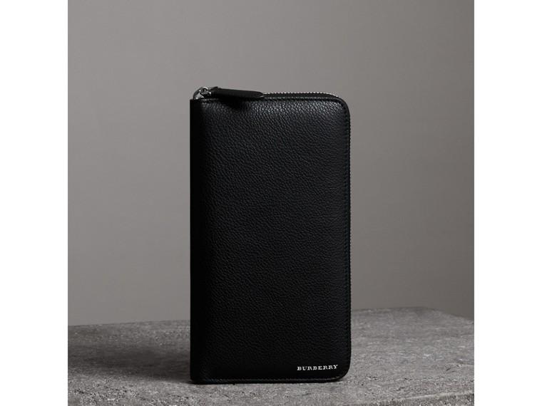 Portefeuille zippé en cuir grainé (Noir) - Homme | Burberry - cell image 4