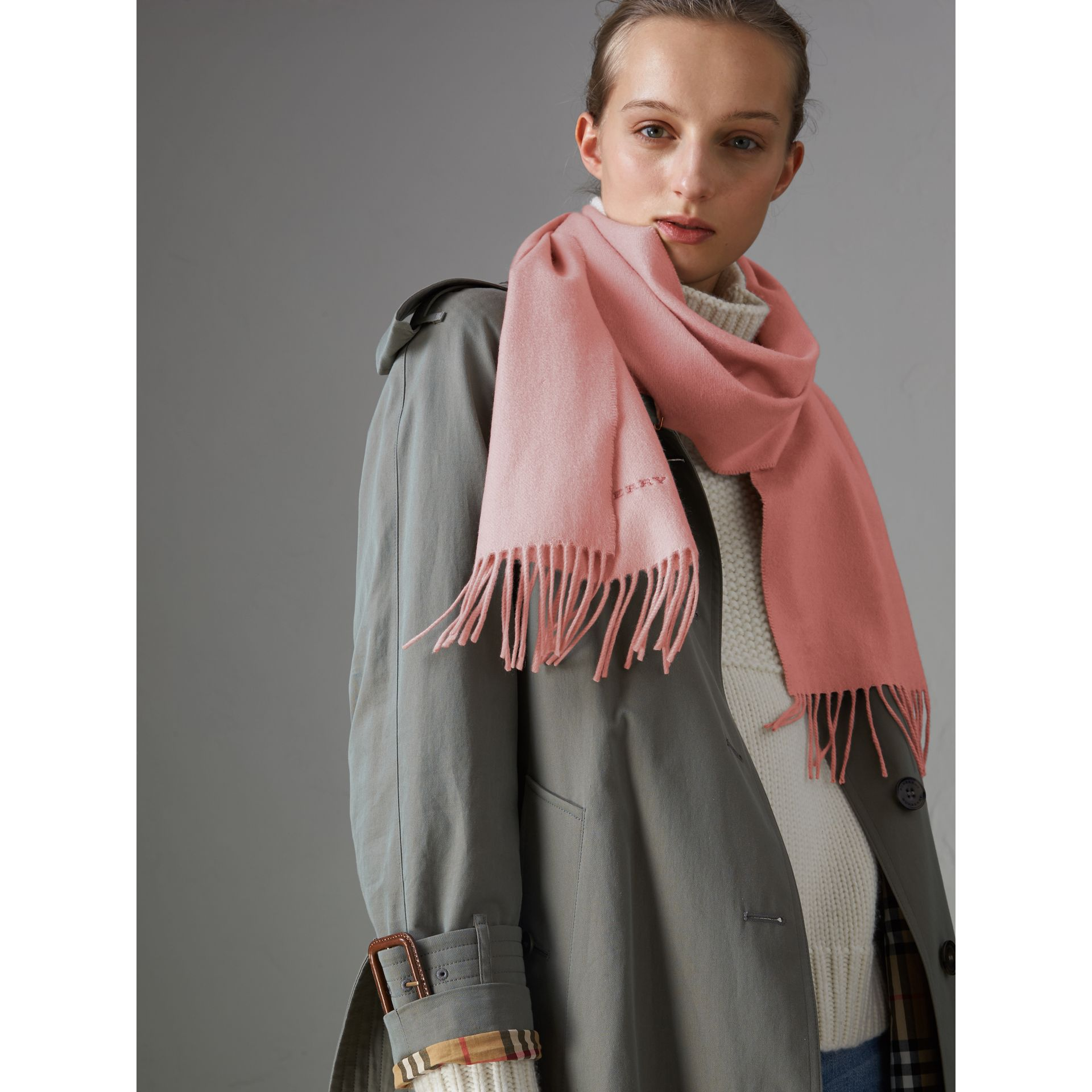 The Classic Cashmere Scarf in Ash Rose | Burberry United Kingdom - gallery image 4