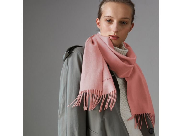 The Classic Cashmere Scarf in Ash Rose | Burberry United Kingdom - cell image 4