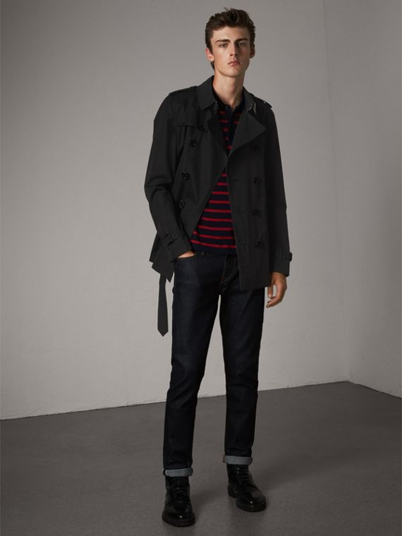The Chelsea – Short Heritage Trench Coat in Black - Men | Burberry