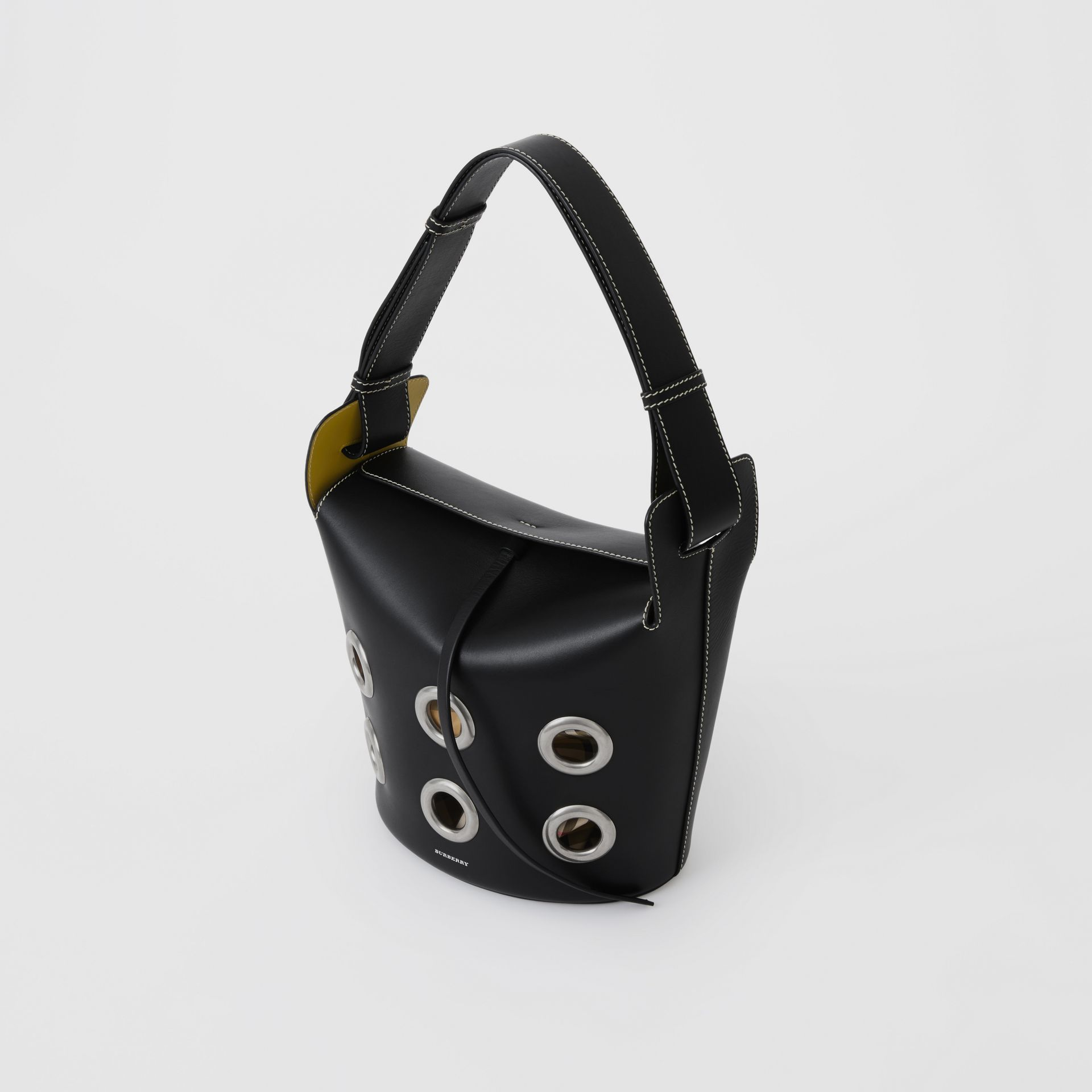 The Medium Bucket Bag aus Leder mit Ösendetails (Schwarz) - Damen | Burberry - Galerie-Bild 4