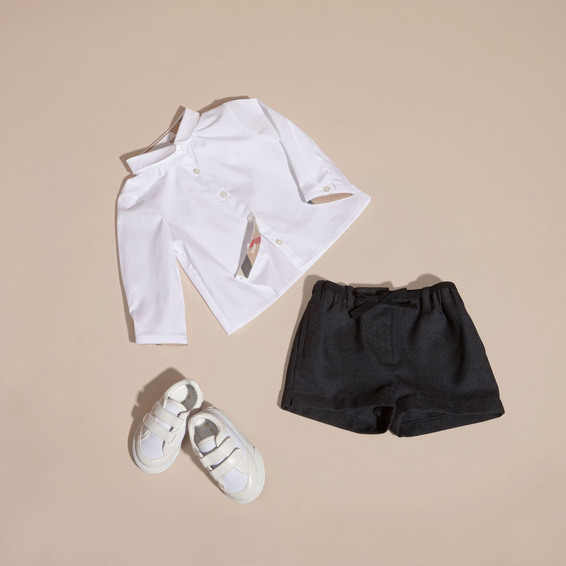 Branco Camisa de algodão stretch com colarinho Peter Pan - galeria de imagens 6