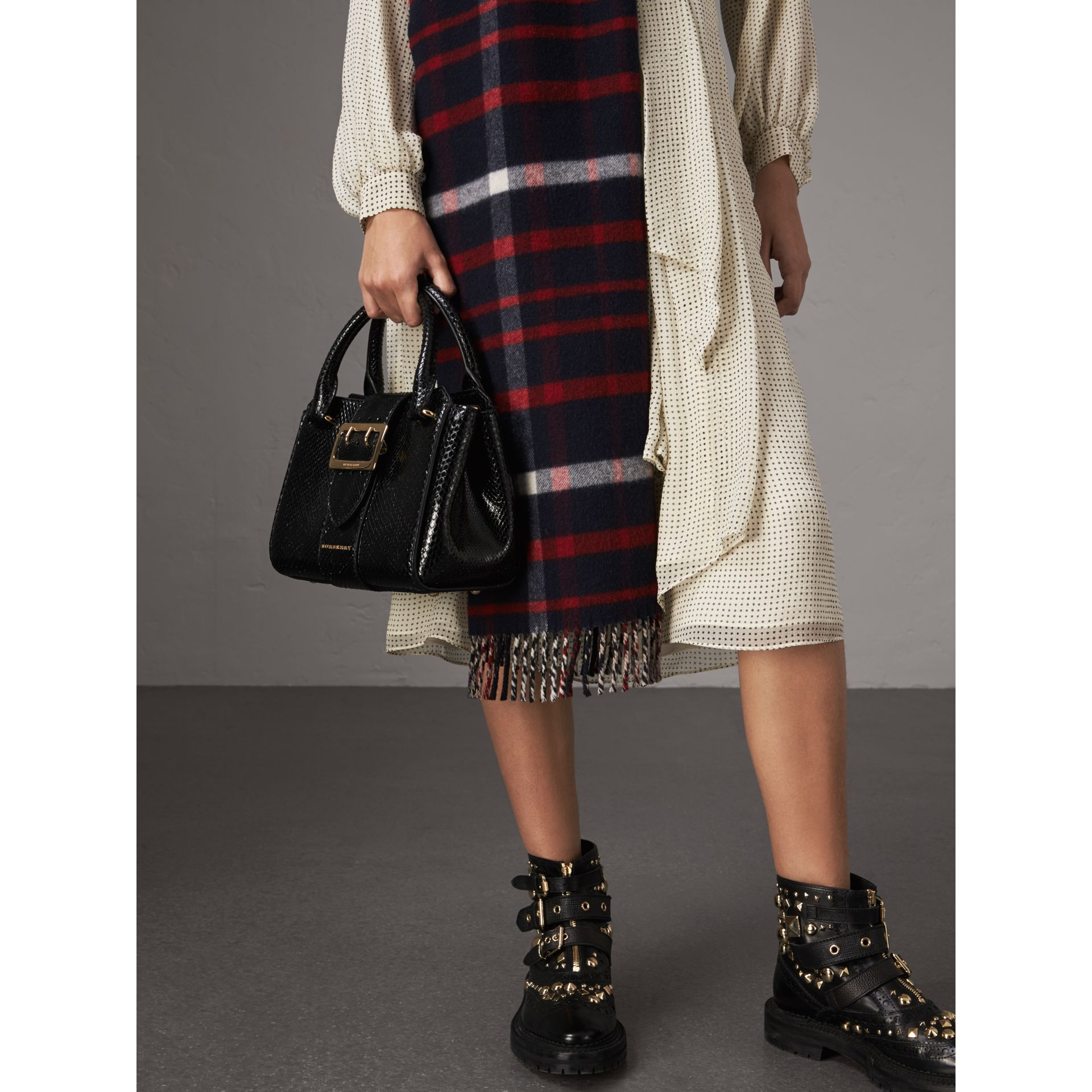 The Small Buckle Tote aus Pythonleder (Schwarz) - Damen | Burberry - Galerie-Bild 3