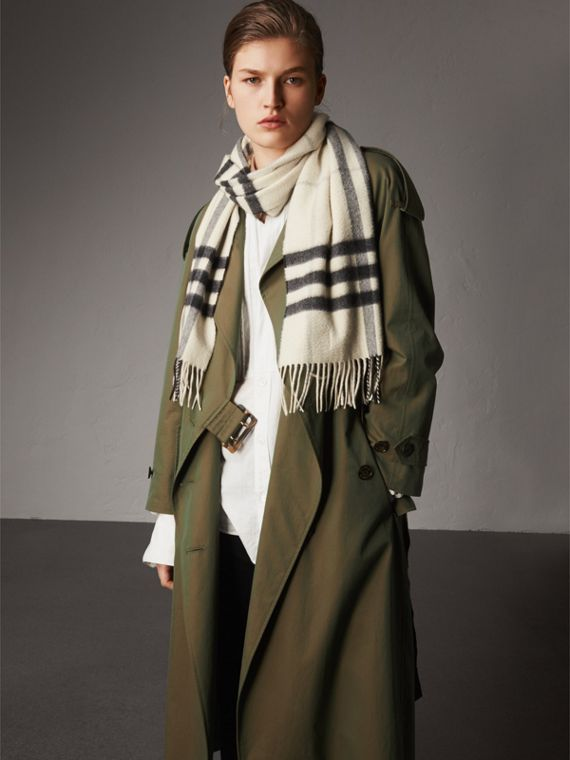 The Classic Cashmere Scarf in Check in Natural White | Burberry Canada - cell image 2