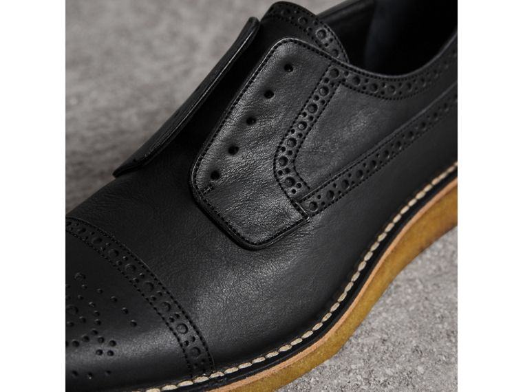 Brogue in pelle con cucitura in punta in rilievo (Nero) - Uomo | Burberry - cell image 1