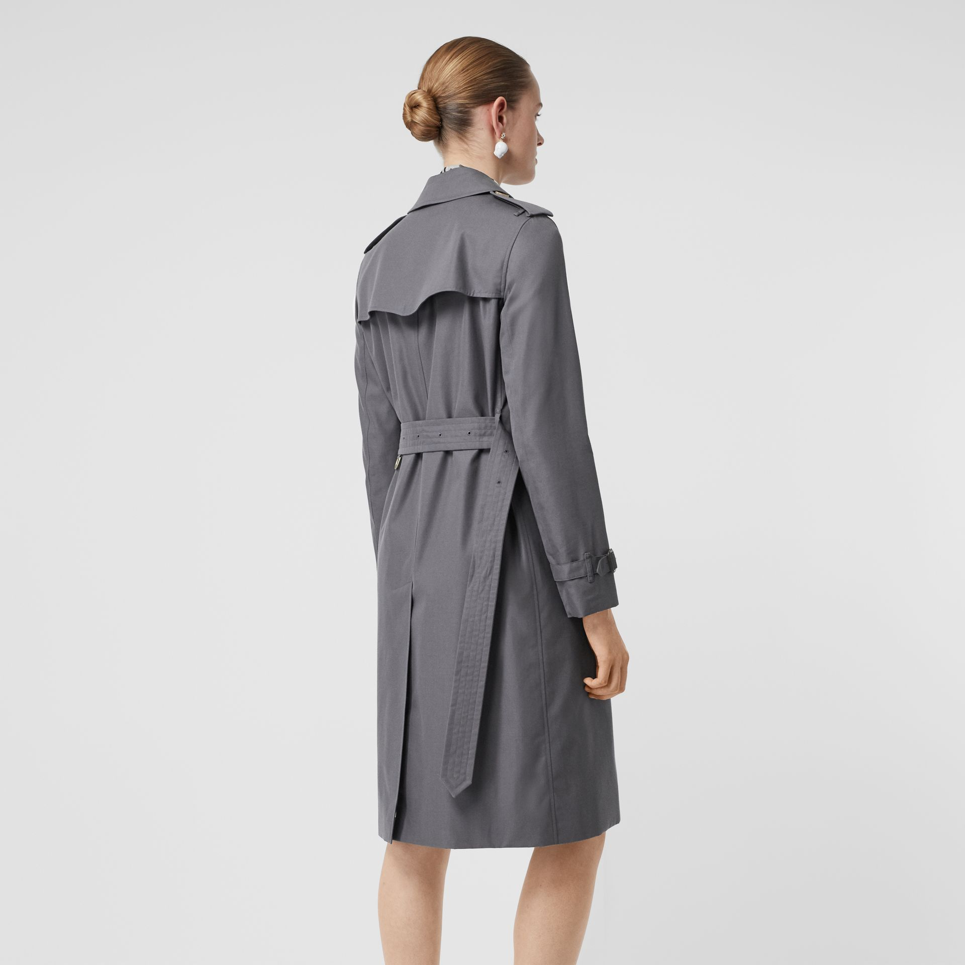 The Long Kensington Heritage Trench Coat in Mid Grey - Women | Burberry - gallery image 2