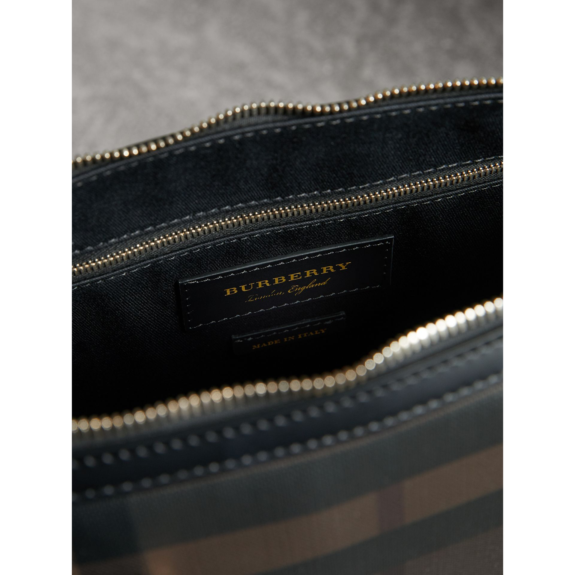 Pasta Barrow slim com estampa London Check (Chocolate/preto) - Homens | Burberry - galeria de imagens 5