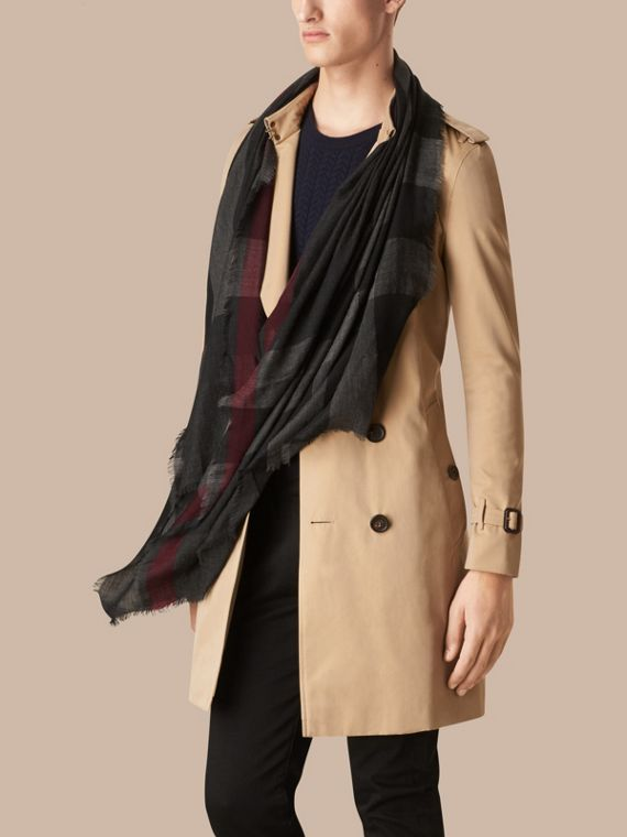 Charcoal The Lightweight Cashmere Scarf in Check Charcoal - cell image 3