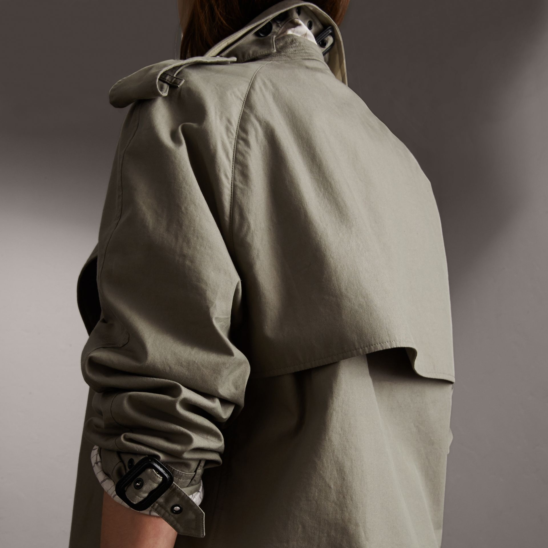 Unisex Tropical Gabardine Trench Jacket in Slate Green - Women | Burberry - gallery image 3