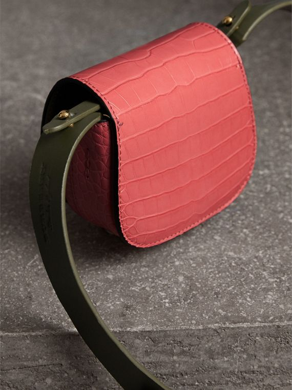 The Satchel con tasca in pelle di alligatore (Rosa Azalea) | Burberry - cell image 3
