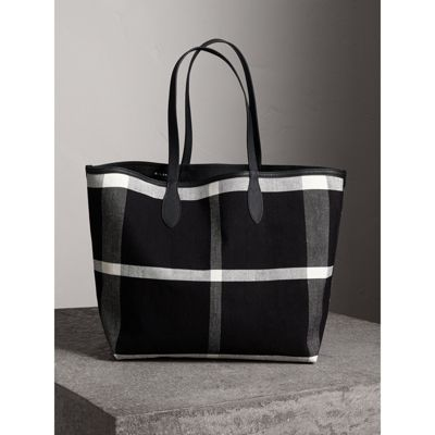 The large Reversible Doodle tote - White Burberry Wholesale Price Online Buy Cheap Outlet Locations Sale Newest wx1u2voW2p