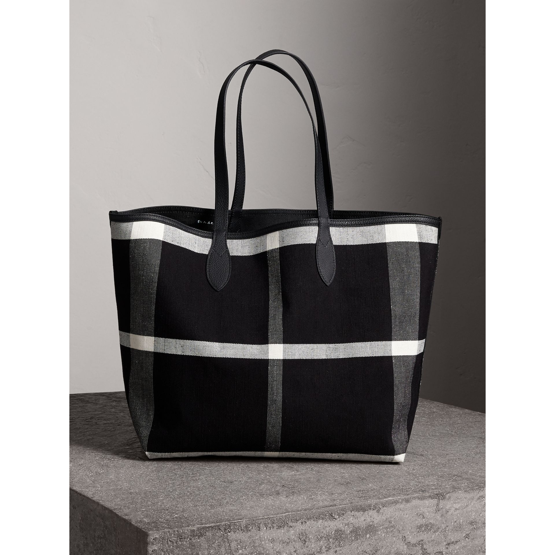 Grand sac tote Doodle réversible (Noir) | Burberry - photo de la galerie 7