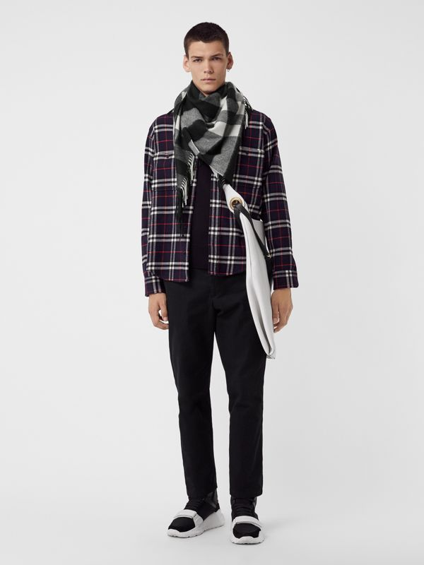 The Burberry Bandana in Check Cashmere in Black | Burberry Hong Kong S.A.R - cell image 3