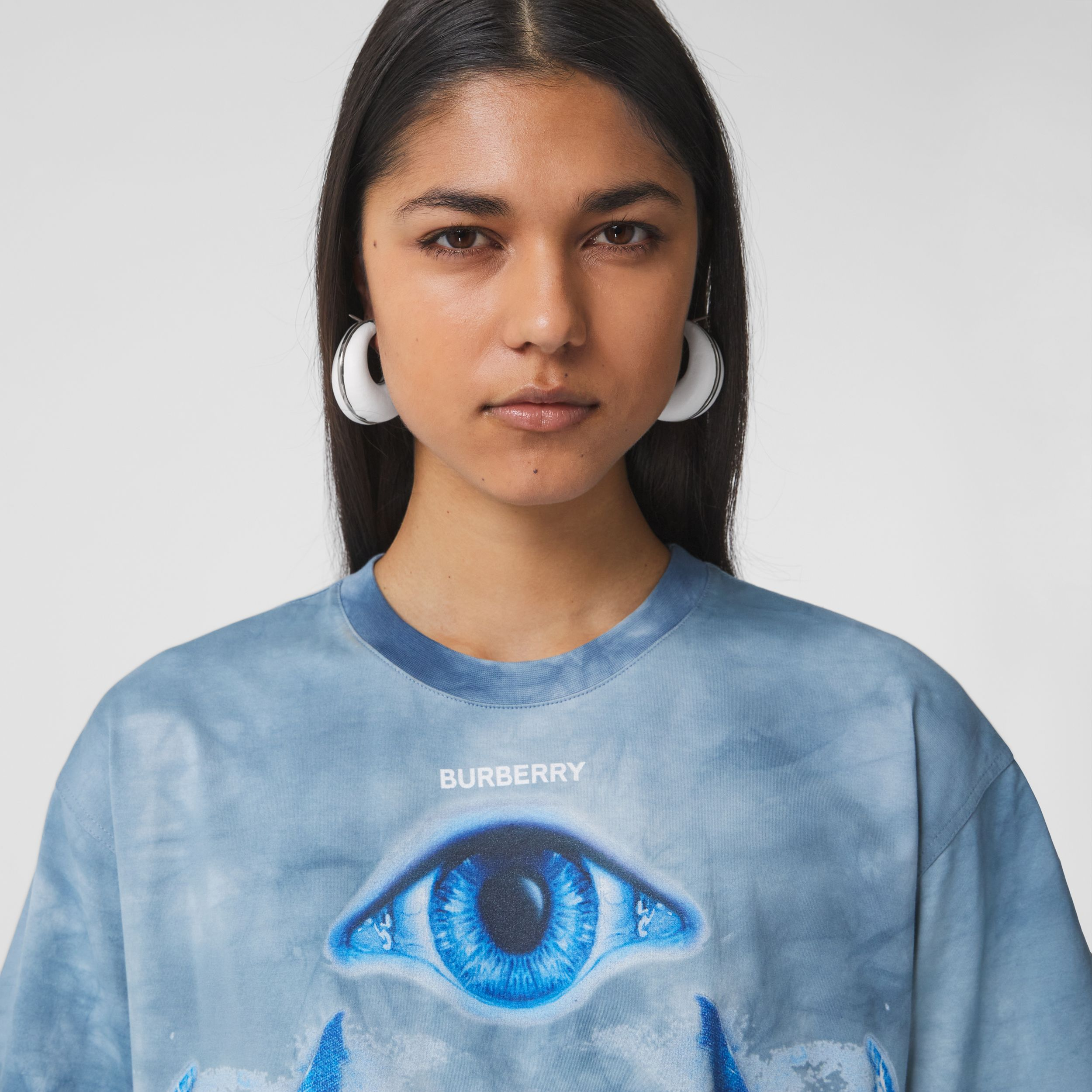 Shark Print Cotton Oversized T-shirt in Ink Blue - Women | Burberry United Kingdom - 2