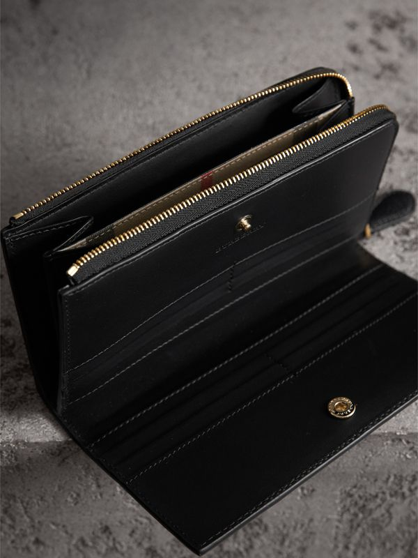 Grainy Leather Ziparound Wallet in Black - Women | Burberry - cell image 3