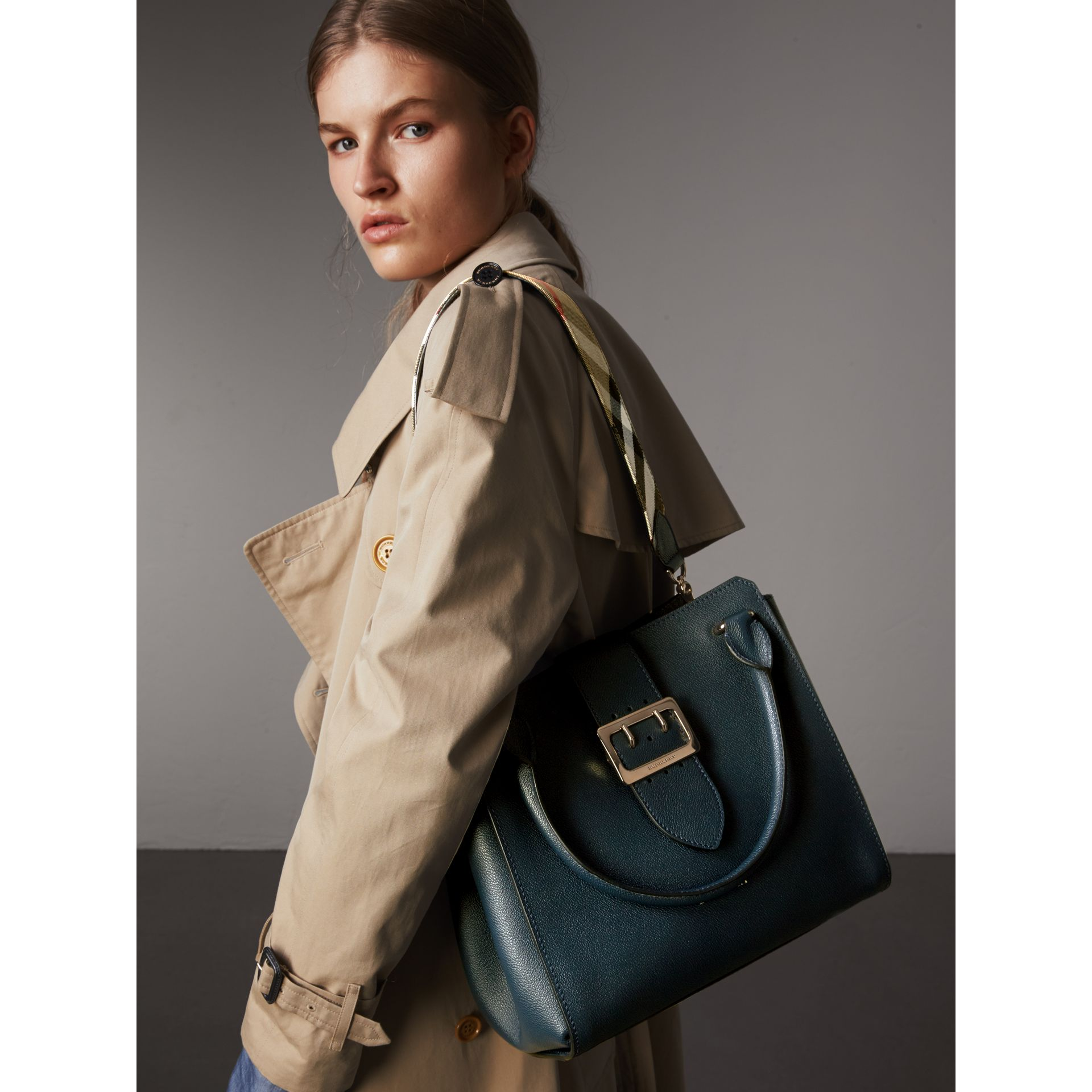 The Medium Buckle Tote in Grainy Leather in Blue Carbon - Women | Burberry United Kingdom - gallery image 3
