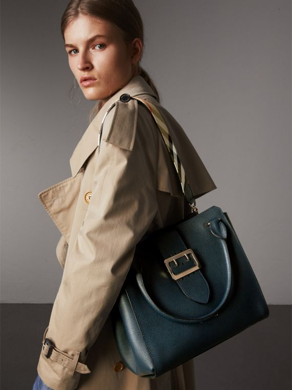 The Medium Buckle Tote in Grainy Leather in Blue Carbon - Women | Burberry United Kingdom - cell image 3