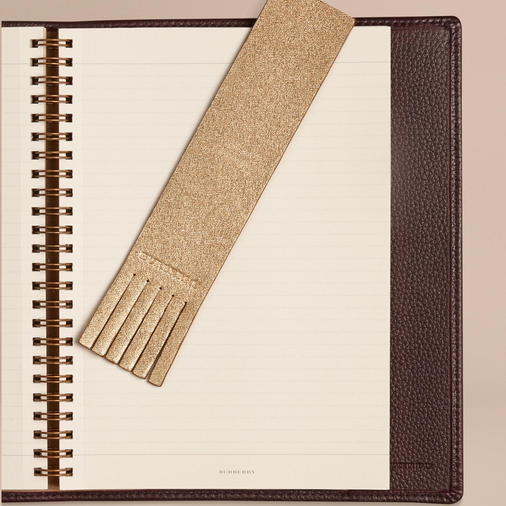 Or Marque-page en cuir estampé façon twill - photo de la galerie 2