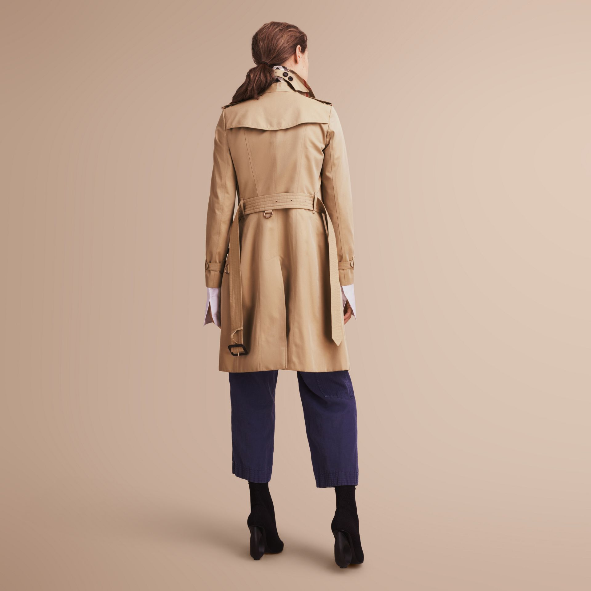 The Chelsea – Long Heritage Trench Coat in Honey - Women | Burberry - gallery image 3