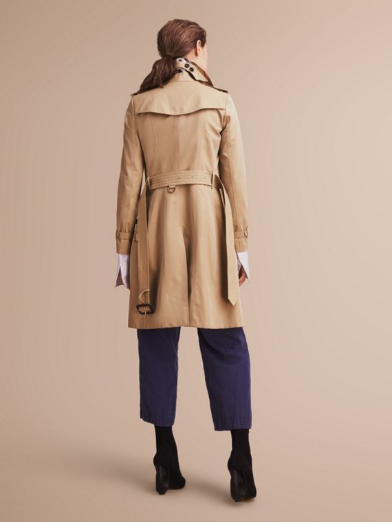 The Chelsea – Long Heritage Trench Coat in Honey - cell image 2