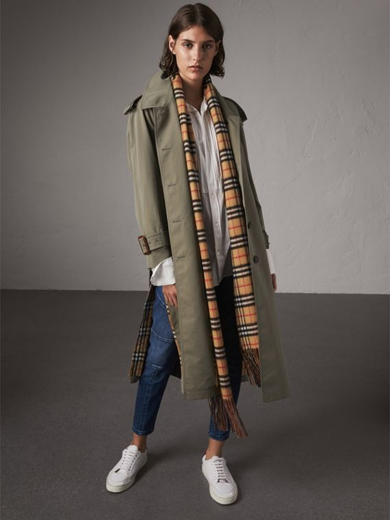 Trench coat in gabardine tropicale con spacchi laterali (Verde Gesso)