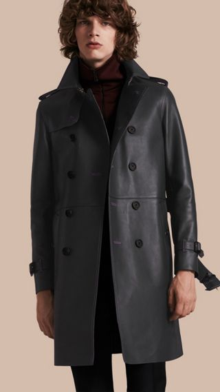 Trench coat in pelle di agnello con impunture militari