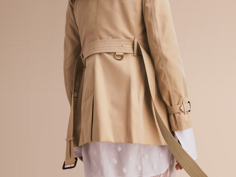 The Kensington – Short Heritage Trench Coat in Honey - Women | Burberry - cell image 4