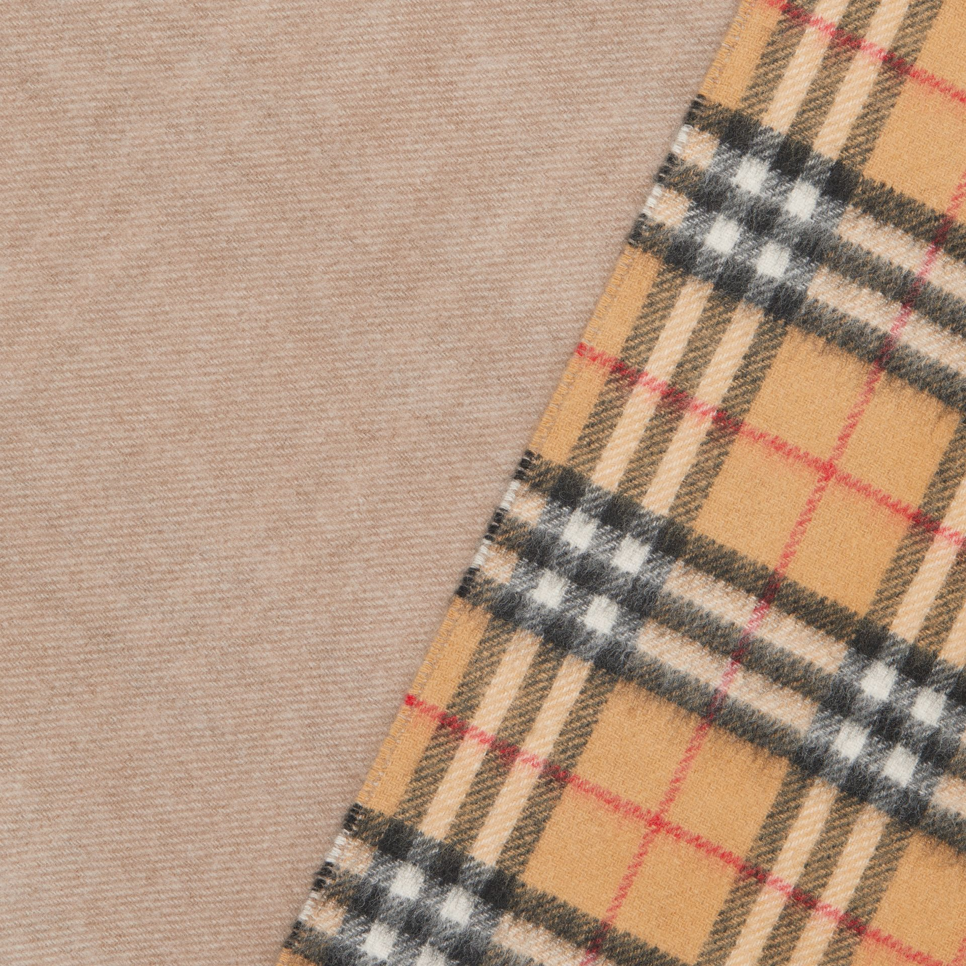 Long Reversible Vintage Check Double-faced Cashmere Scarf in Sandstone | Burberry United Kingdom - gallery image 1