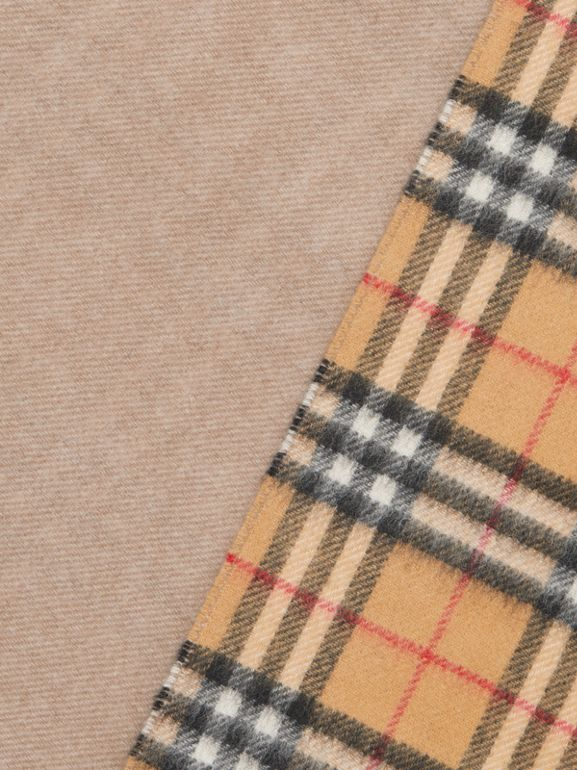 Long Reversible Vintage Check Double-faced Cashmere Scarf in Sandstone | Burberry - cell image 1