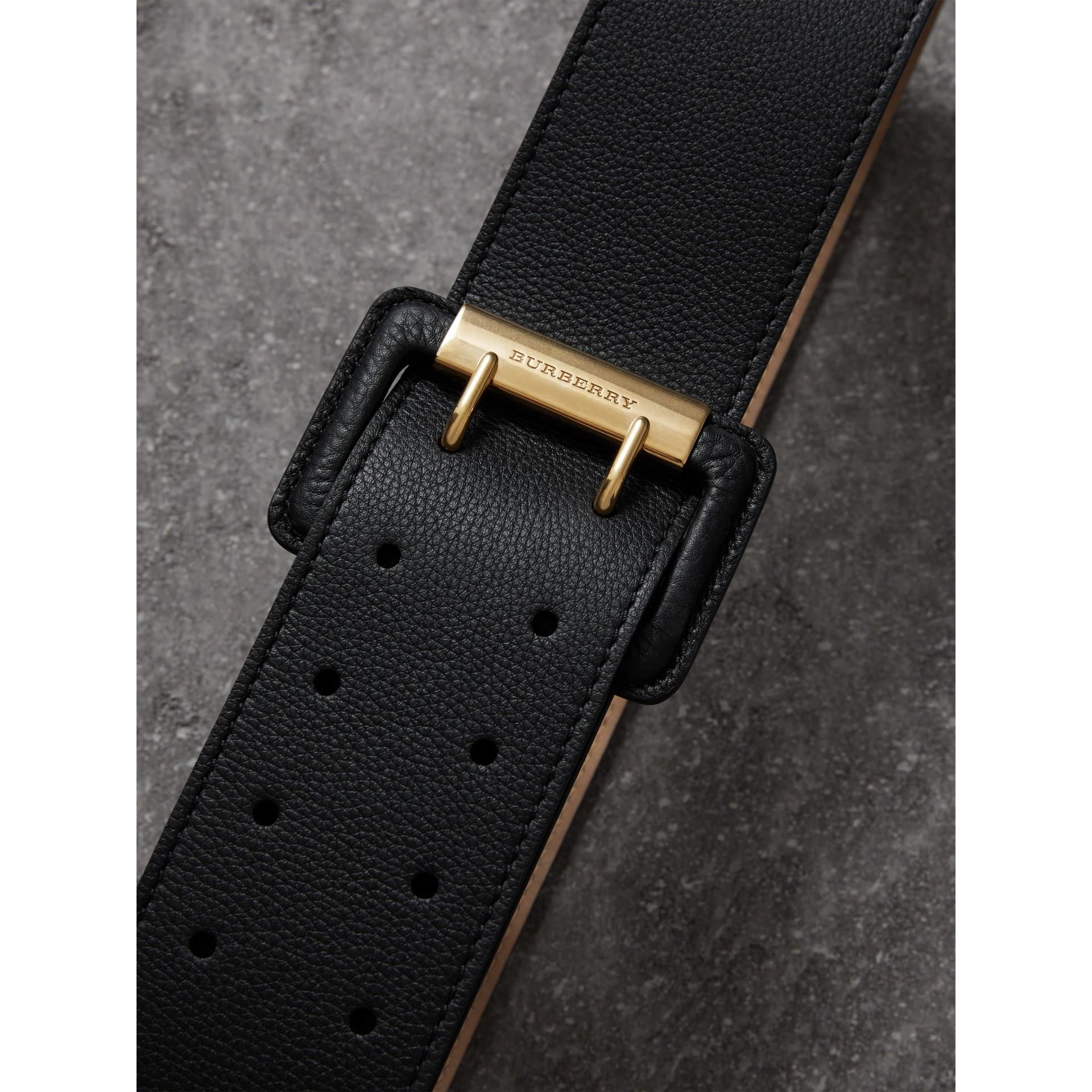 Кожаный ремень с пряжкой с двумя язычками (Черный) - Для женщин | Burberry - изображение 1