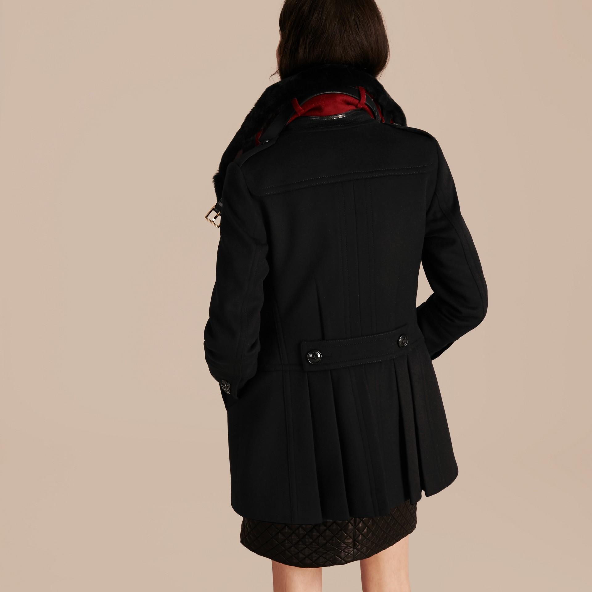 Nero Pea coat in lana e cashmere con collo amovibile in pelliccia - immagine della galleria 3