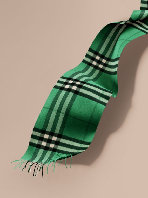 The Classic Cashmere Scarf in Check  Emerald