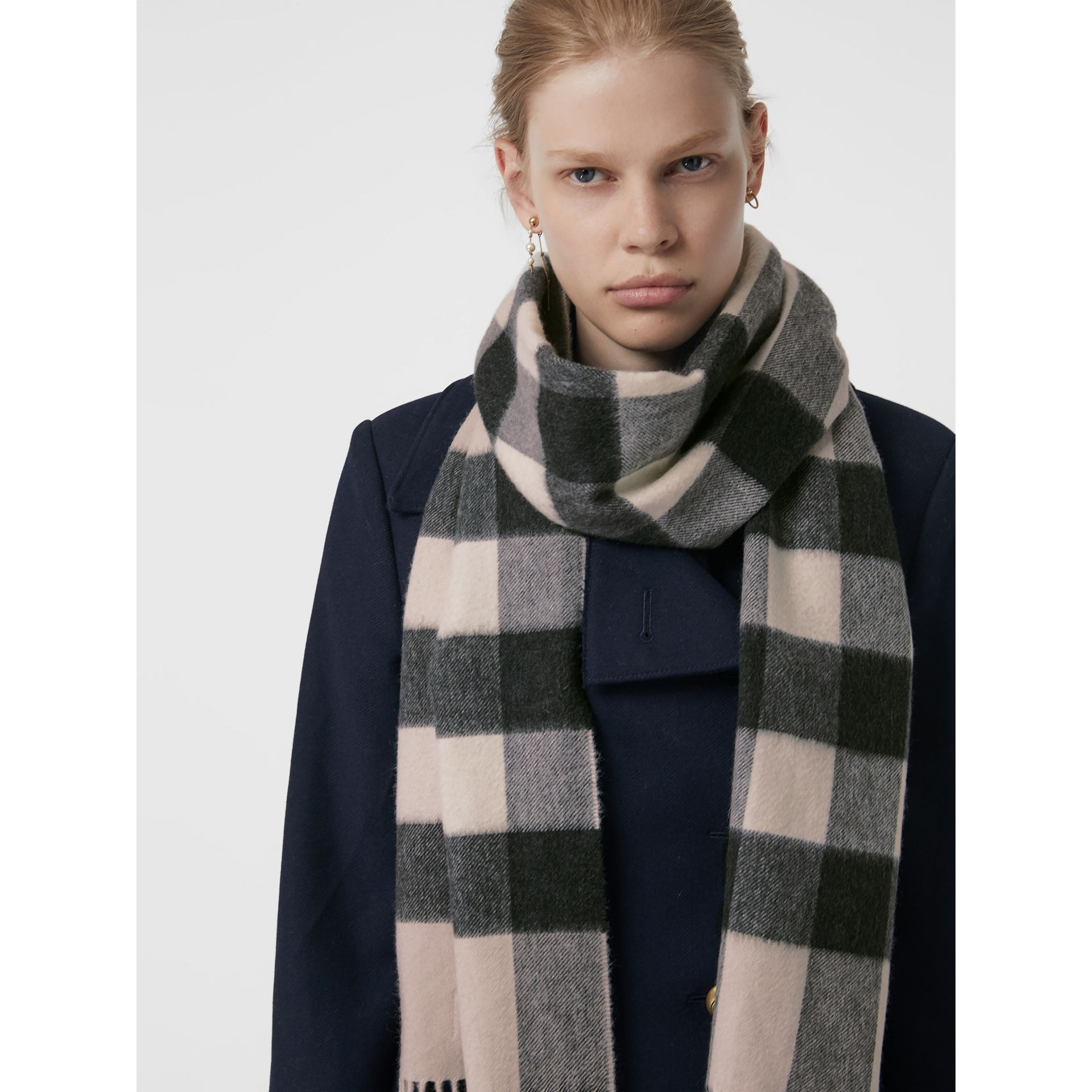 The Large Classic Cashmere Scarf in Check in Stone | Burberry - gallery image 4