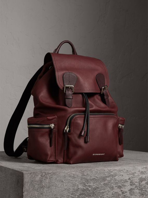 The Large Rucksack in Water-repellent Leather in Burgundy Red