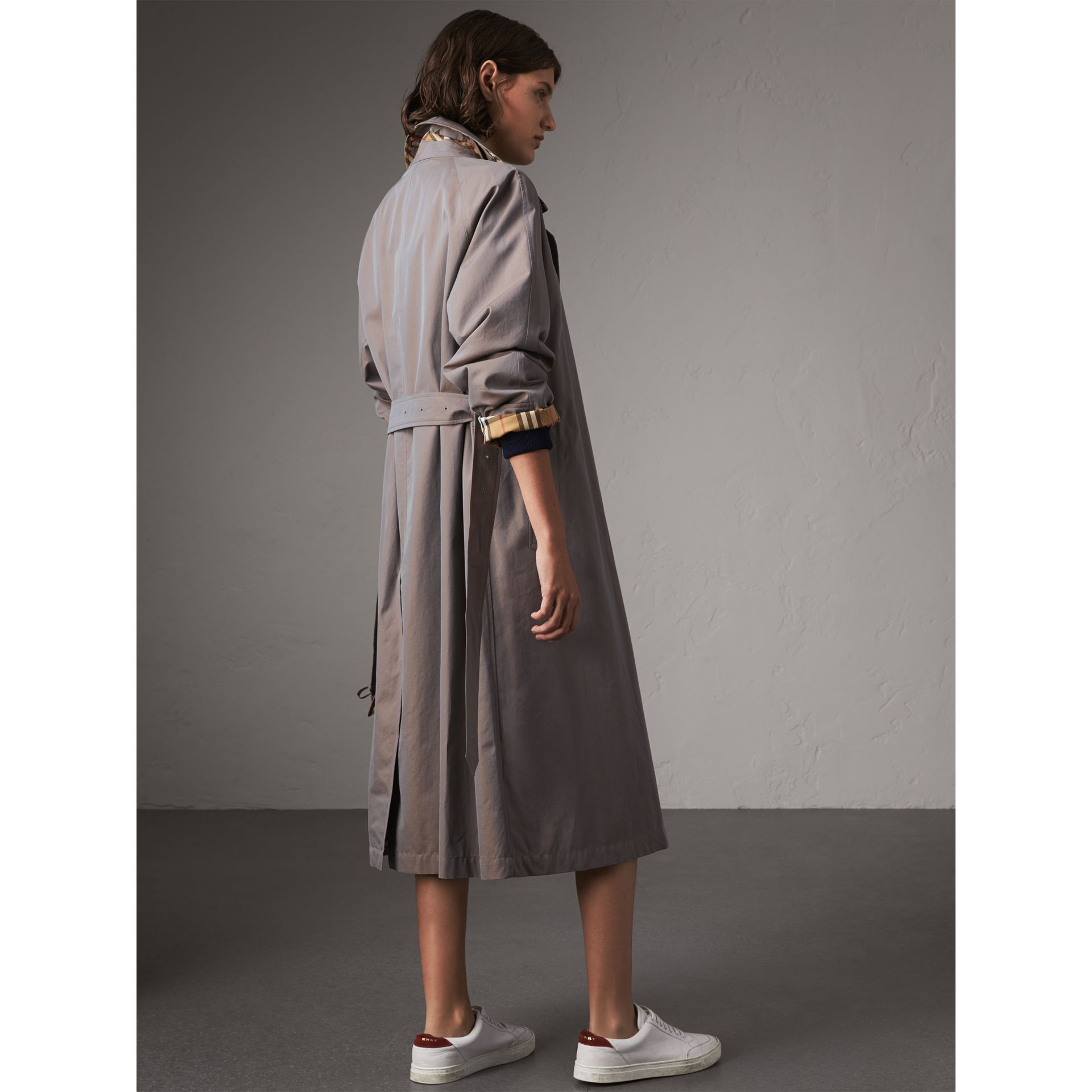 The Brighton – Extra-long Car Coat in Lilac Grey - Women | Burberry Singapore - gallery image 3